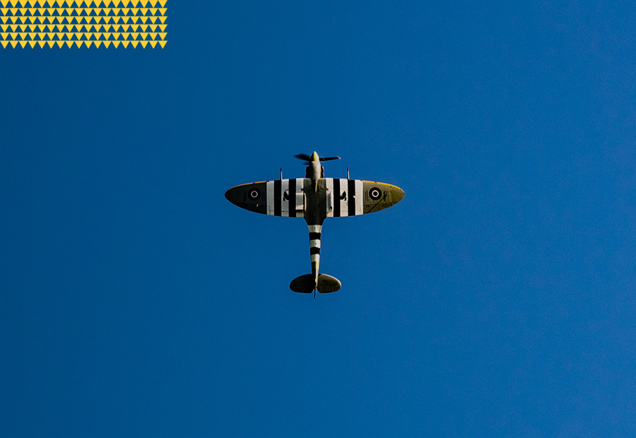 Avation, airplane in the deep blue sky 900x620